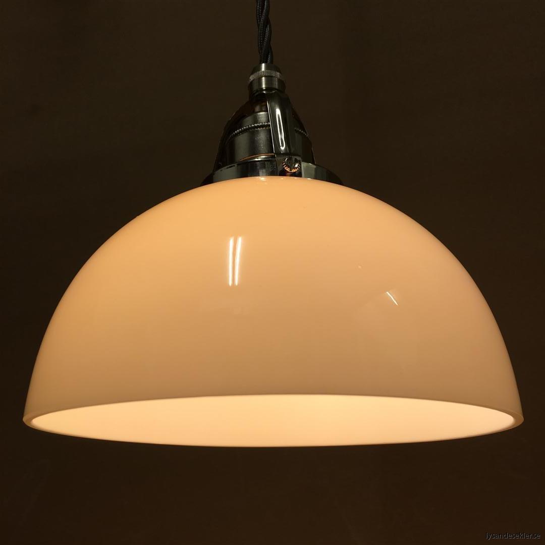 fönsterlampa i tygsladd nicklat fäste (161)