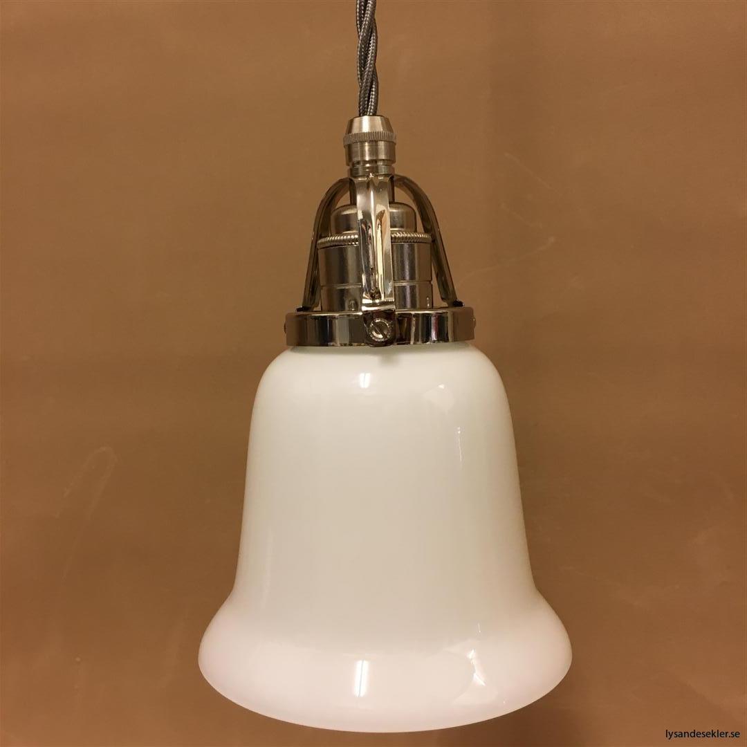 fönsterlampa i tygsladd nicklat fäste (80)