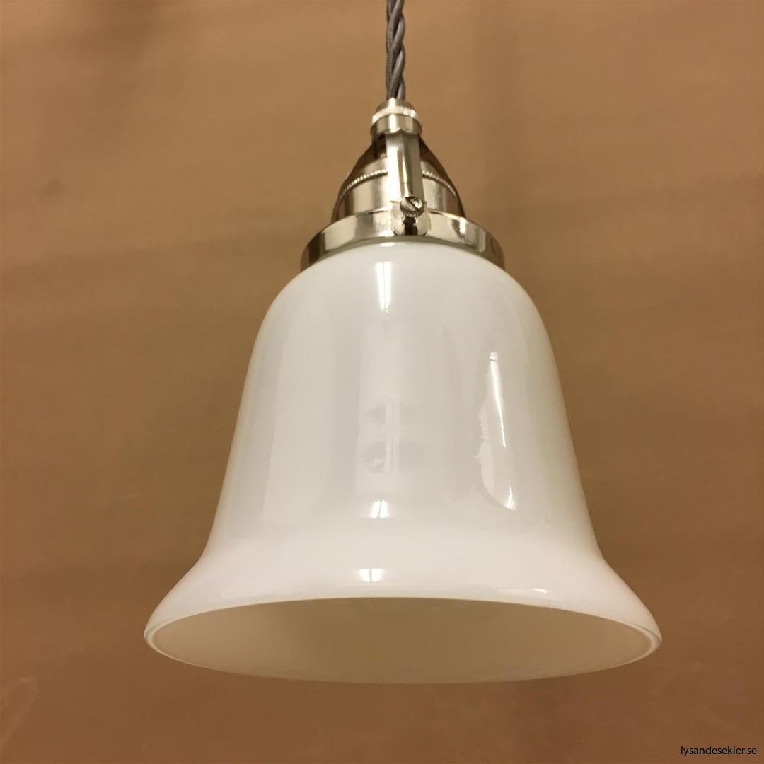 fönsterlampa i tygsladd nicklat fäste (82)