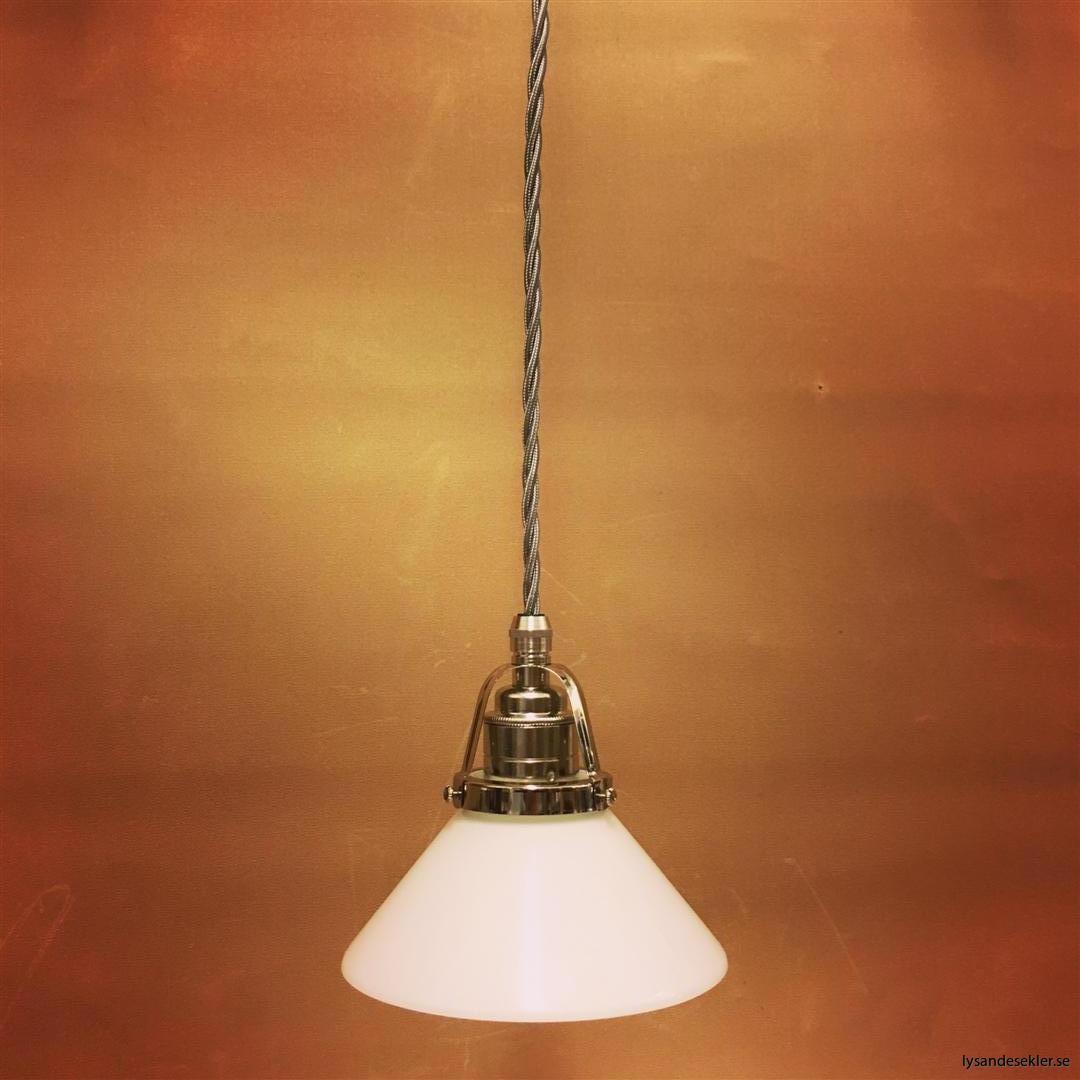 fönsterlampa i tygsladd nicklat fäste (110)