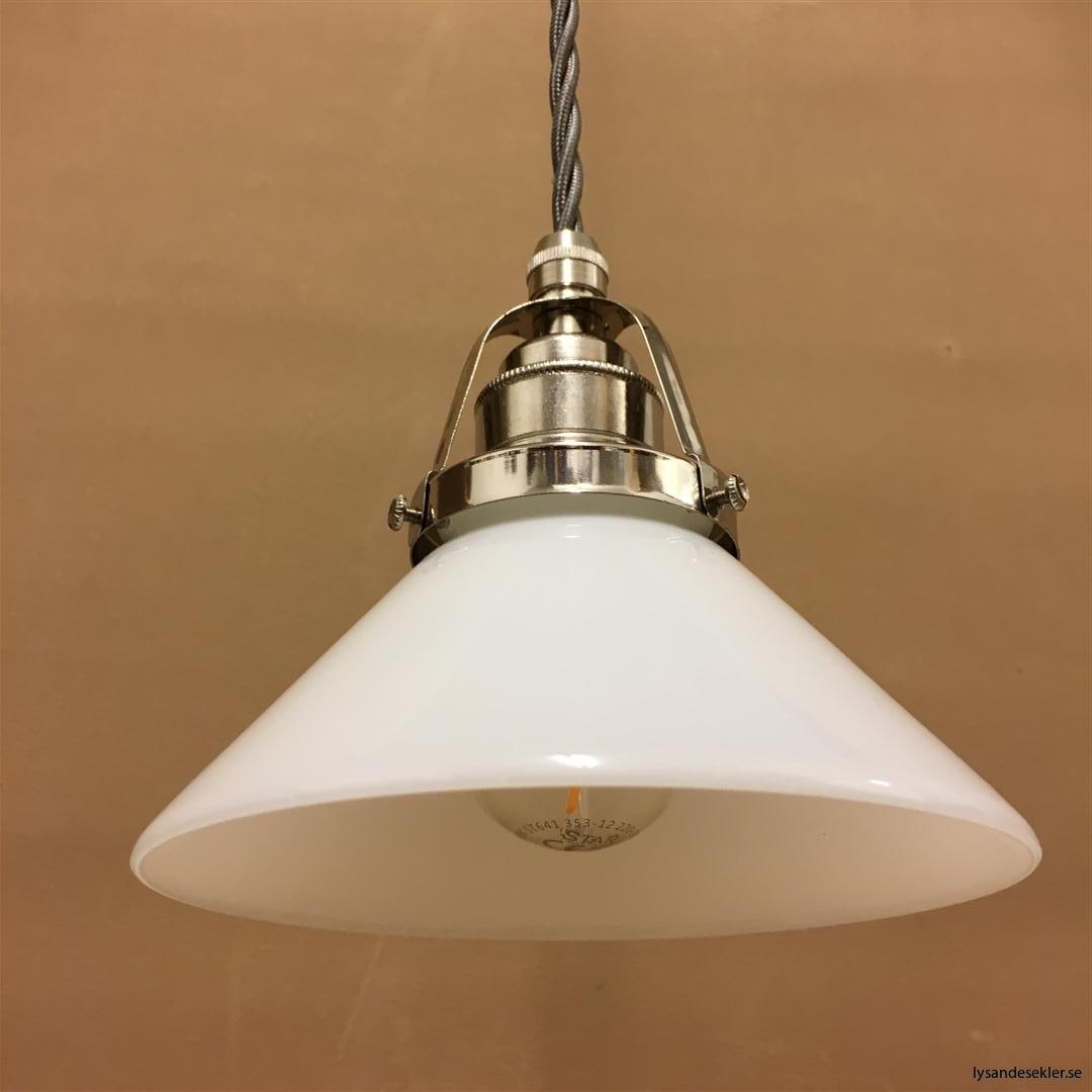 fönsterlampa i tygsladd nicklat fäste (114)