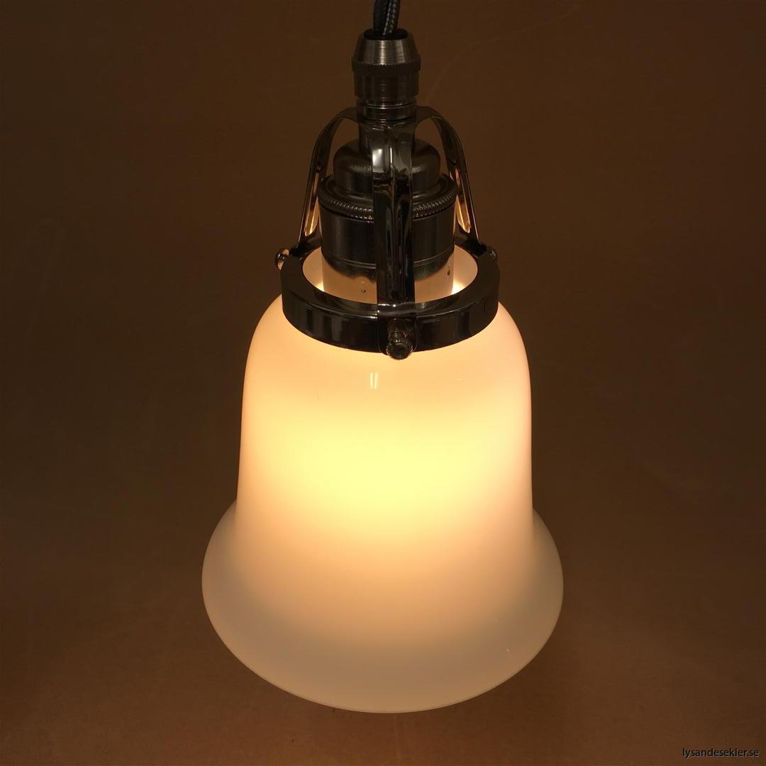 fönsterlampa i tygsladd nicklat fäste (88)