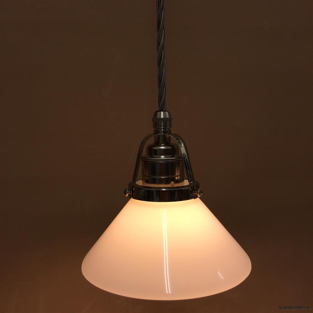 fönsterlampa i tygsladd nicklat fäste (116)