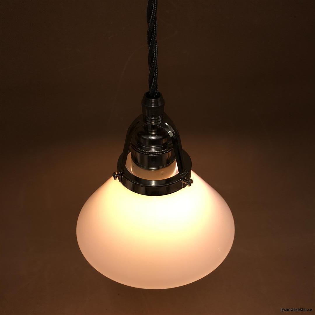 fönsterlampa i tygsladd nicklat fäste (117)