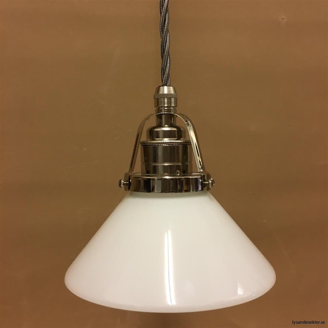 fönsterlampa i tygsladd nicklat fäste (111)
