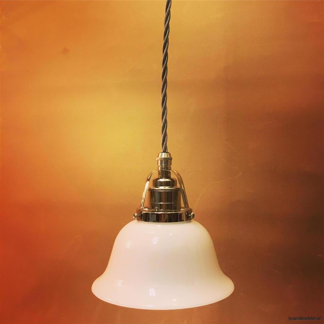 fönsterlampa opalvit i nicklat fäste med tygsladd (5)