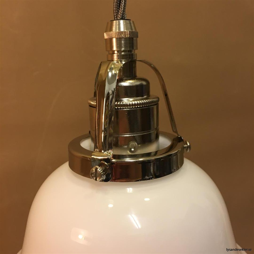 fönsterlampa opalvit i nicklat fäste med tygsladd (4)