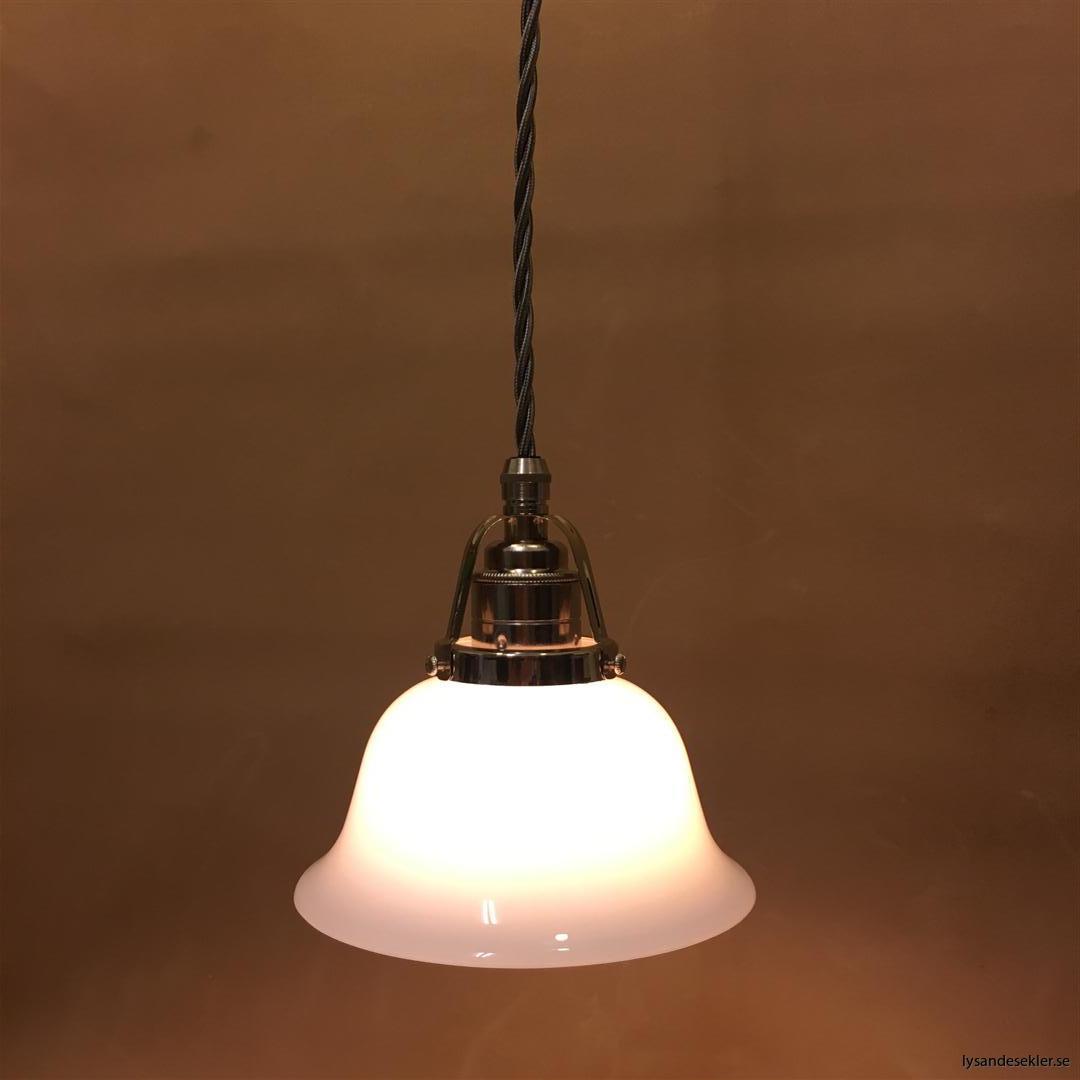 fönsterlampa opalvit i nicklat fäste med tygsladd (6)