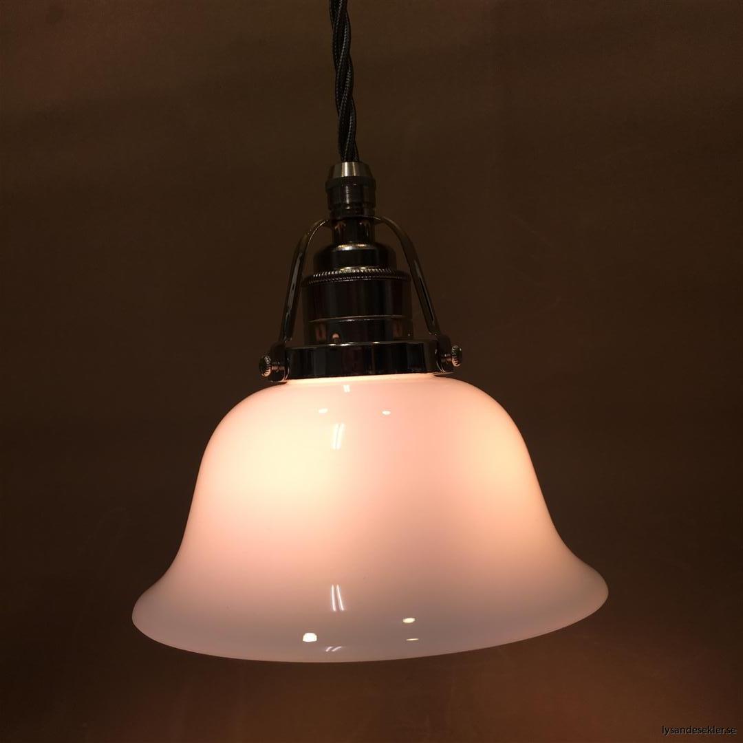 fönsterlampa opalvit i nicklat fäste med tygsladd (7)