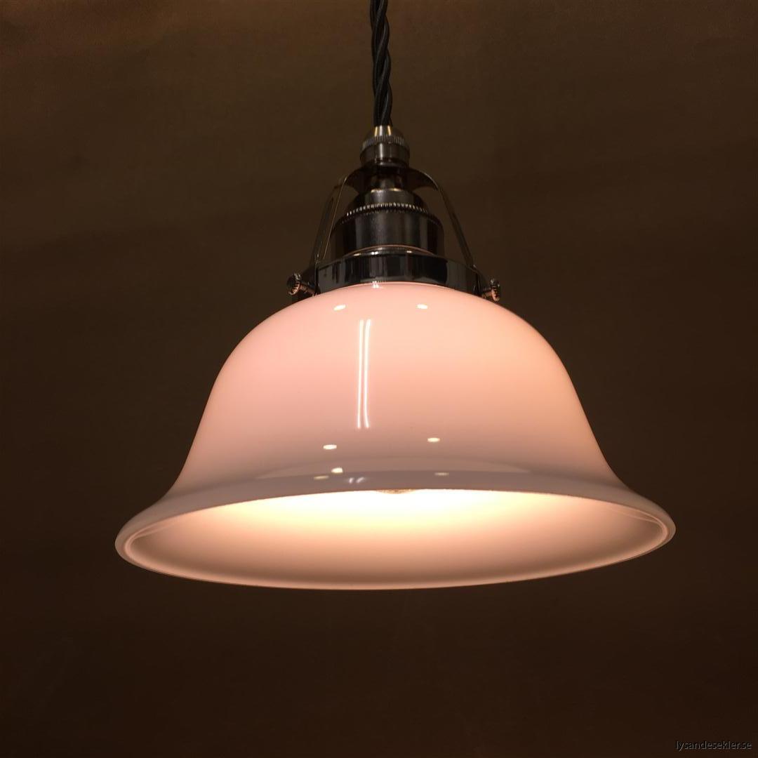 fönsterlampa opalvit i nicklat fäste med tygsladd (8)
