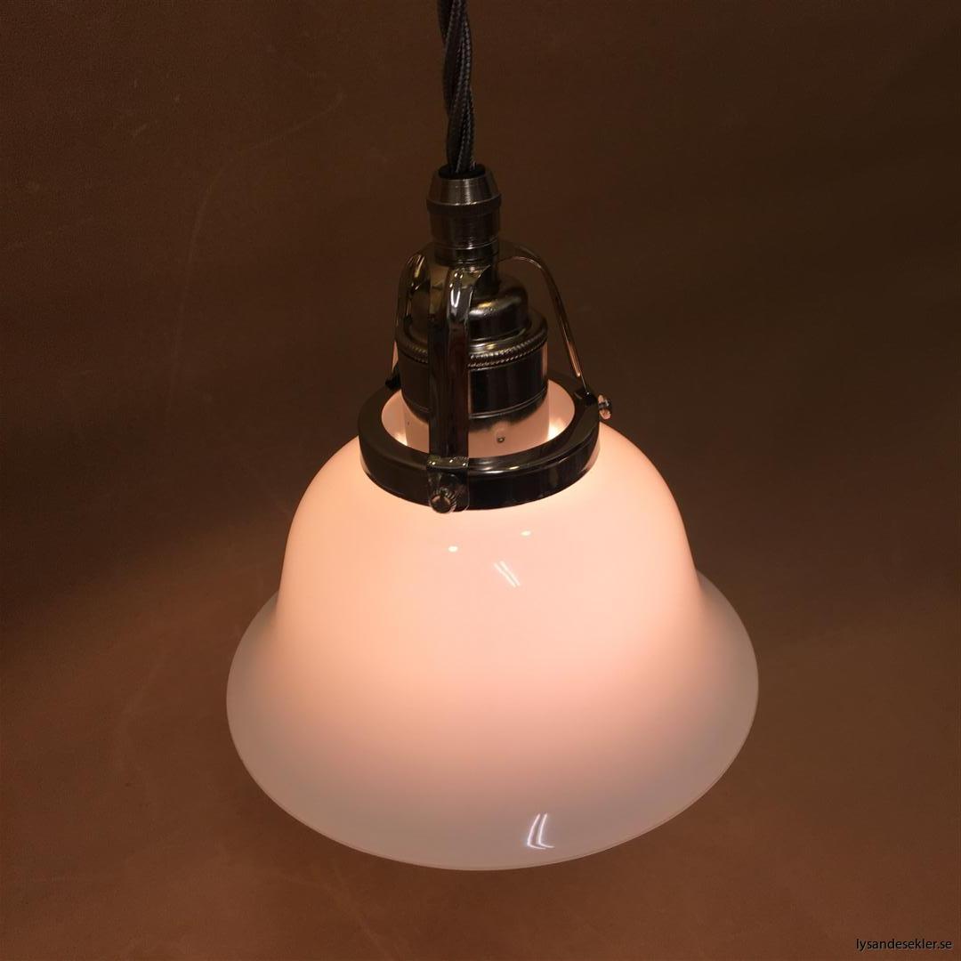 fönsterlampa opalvit i nicklat fäste med tygsladd (9)