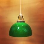 Enkelt hänge med mörkgrön klockskärm med rak kant