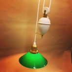 Hisslampa vitt porslin med 20 cm mörkgrön skomakarskärm