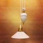 Hisslampa vitt porslin med 20 cm opalvit skomakarskärm