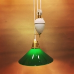 Hisslampa vitt porslin med 25 cm mörkgrön skomakarskärm