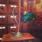 Jugendlampan med skålformad grön klockskärm