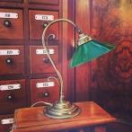 Jugendlampan med stor grön skomakarskärm