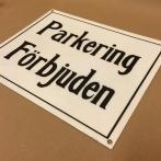 Plåtskylt: Parkering förbjuden