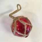 Glaskula i nät röd 5 cm i diameter