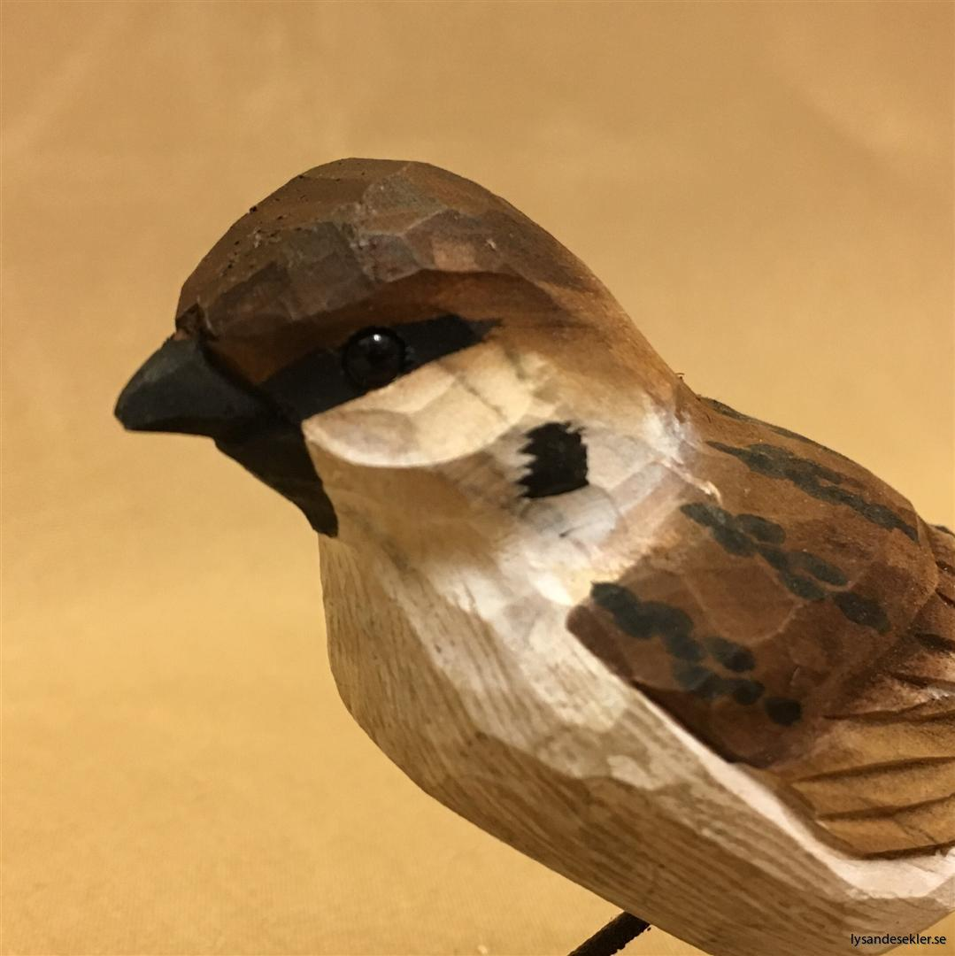 pilfink handsnidad  i naturlig storlek talgoxe trä fågel snidad dekoration (3)