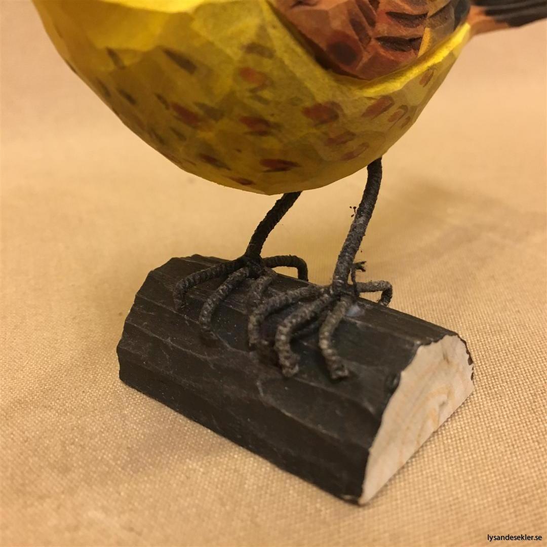 gulsparv handsnidad fågel trä snidad naturlig storlek dekoration (6)