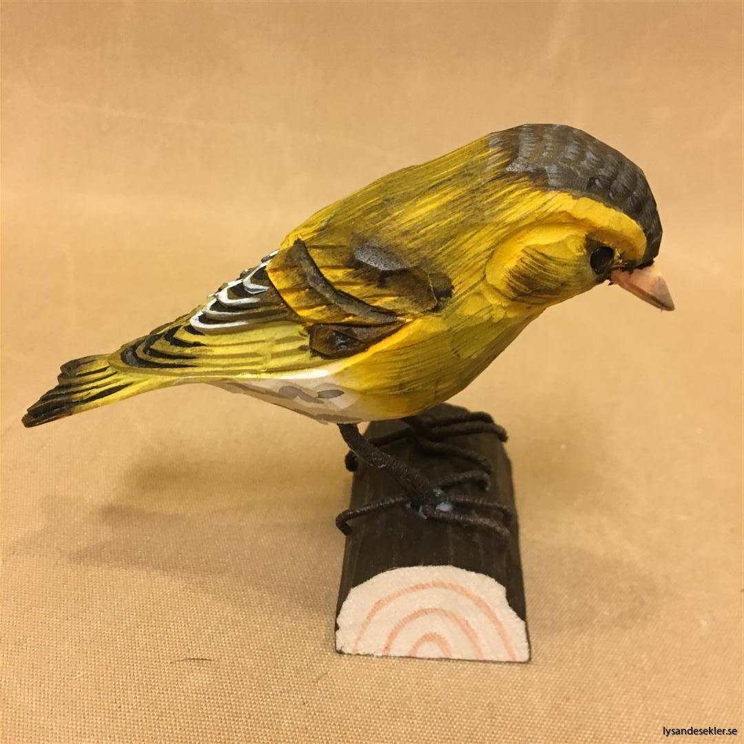 grönsiska handsnidad fågel trä snidad naturlig storlek dekoration (1)