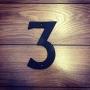 3 - Siffra i gjutjärn - Siffran TRE inkl. 2 skruvar och brickor