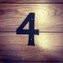 4 - Siffra i gjutjärn - Siffran FYRA inkl. 2 skruvar och brickor