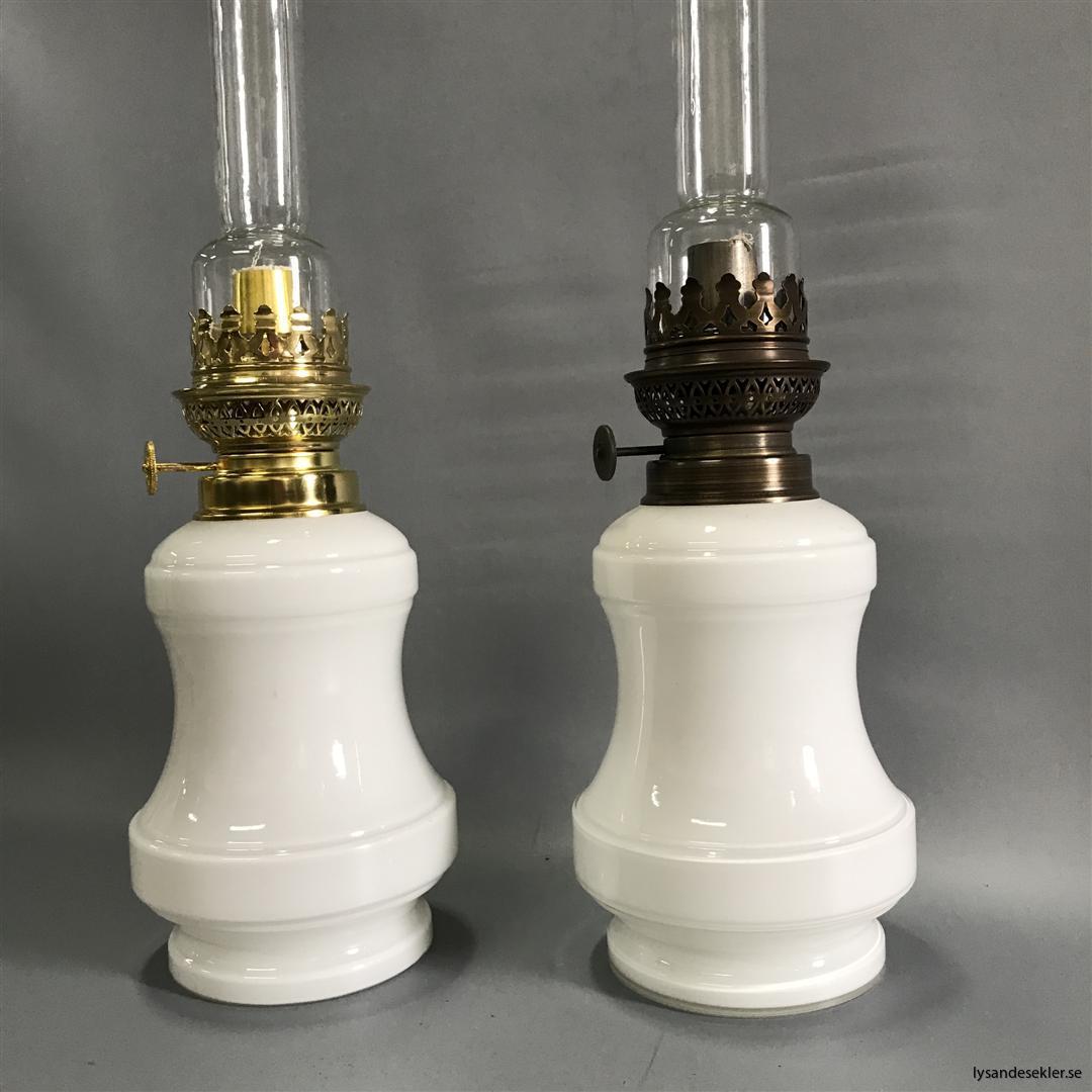 Bianca fotogenlampa mässing blank eller antik fransk oljelampa vit vitt glas (4)