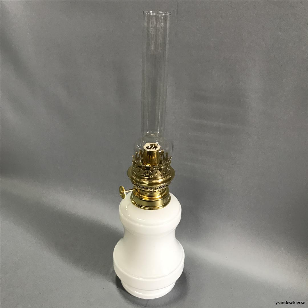 Bianca fotogenlampa mässing blank eller antik fransk oljelampa vit vitt glas (13)