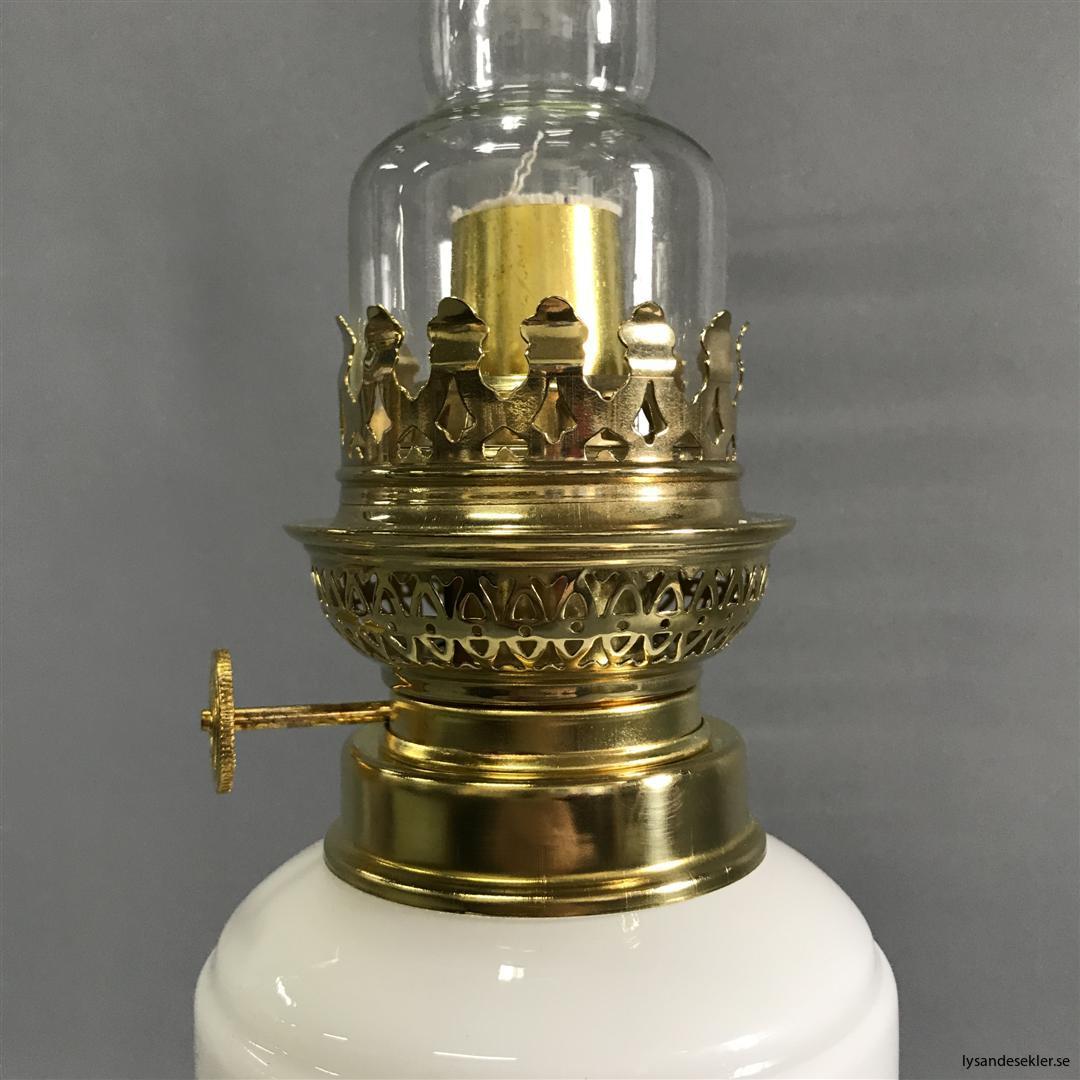 Bianca fotogenlampa mässing blank eller antik fransk oljelampa vit vitt glas (14)