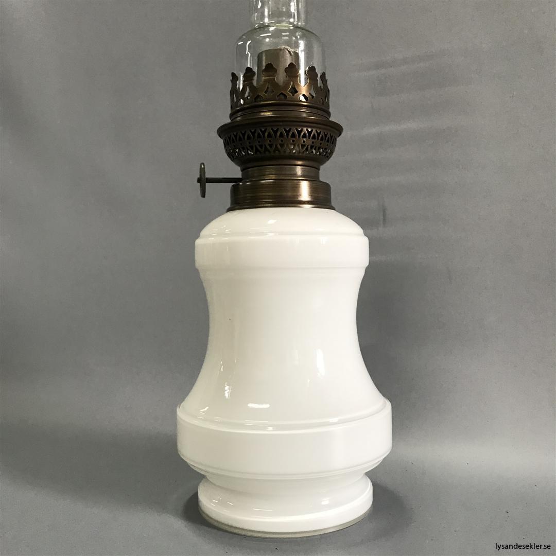 Bianca fotogenlampa mässing blank eller antik fransk oljelampa vit vitt glas (6)