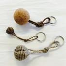 Nyckelring liten apnäve tjärad hampa