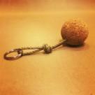 Nyckelring korkboll med tjärat hampsnöre