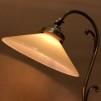 Jugendlampan med stor gul skomakarskärm