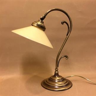 Jugendlampan med stor gul skomakarskärm - Jugendlampan med stor gul skomakarskärm
