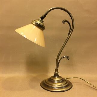 Jugendlampan med liten gul skomakarskärm - Jugendlampan med liten gul skomakarskärm