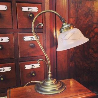 Jugendlampan med slipat frostat glas utsvängt - Jugendlampan med slipat frostat glas utsvängt