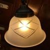 Jugendlampan med slipat frostat glas utsvängt
