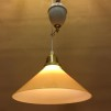 Hisslampa vitt porslin med 25 cm gul skomakarskärm
