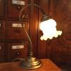 Jugendlampan med vit klockskärm med vågad kant