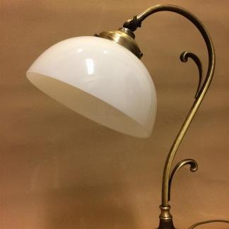 Jugendlampan med skålformad opalvit klockskärm - Jugendlampan med skålformad opalvit klockskärm
