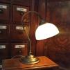 Jugendlampan med skålformad vaniljtonad klockskärm
