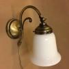 Vägglampa jugend med vit klockskärm med rak kant