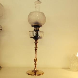 Otrolig fotogenlampa med sotskydd av glimmer (äldre) - 20''' mässingspiedestal med glimmersotskydd