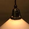Opalvit 20 cm skomakarskärm med antikt/brunt tygsladdsupphäng