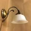Vägglampa jugend med opalvit utsvängd klockskärm
