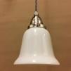 Opalvit svagt klockad skärm med nickel/grå tygsladdsupphäng - Opalvit kupa rak kant med tvinnat svart tygsladdsupphäng
