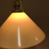 Gul 25 cm skomakarskärm med mässing/svart tygsladdsupphäng