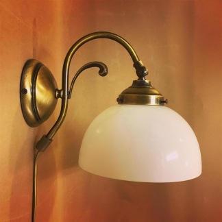 Vägglampa jugend med skålformad opalvit klockskärm - Vägglampa jugend med skålformad opalvit klockskärm